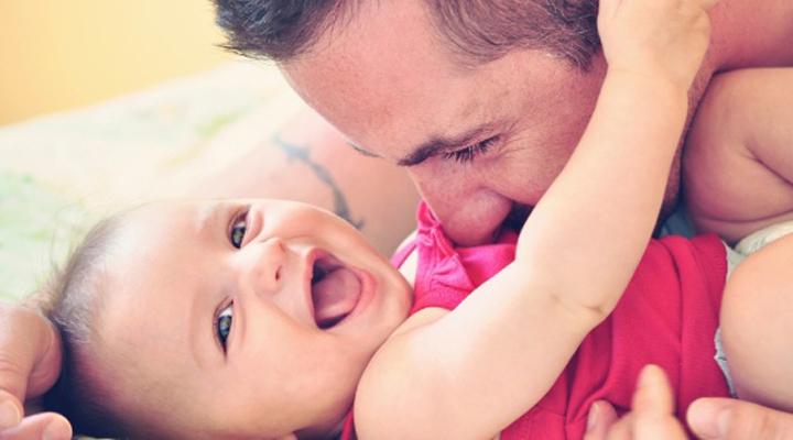 Quem tem direito à licença-paternidade de 20 dias? Entenda a mudança na lei