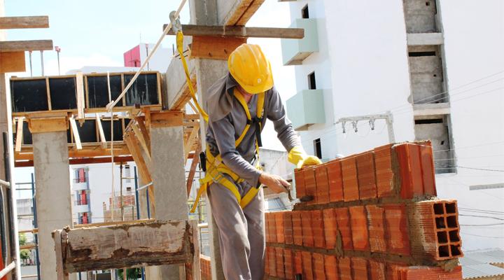Dono de obra responde por dívida de empreiteiro